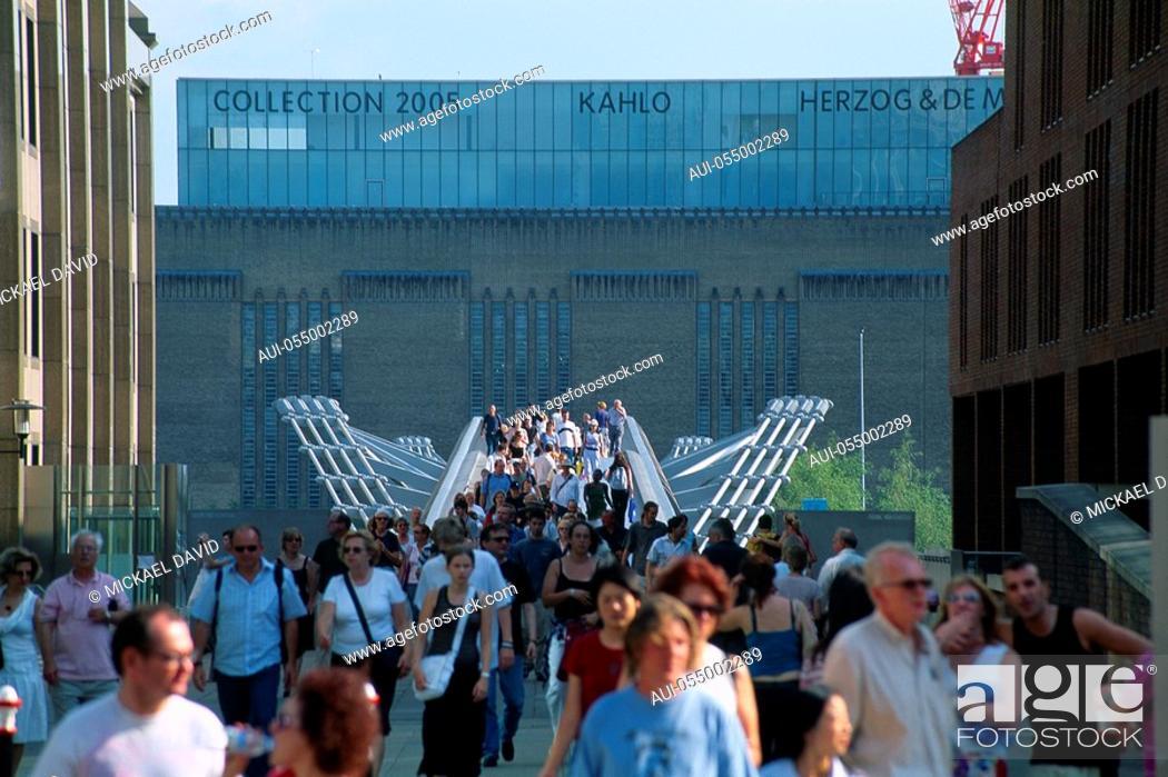 Stock Photo: England - London - The City - Millennium Bridge.