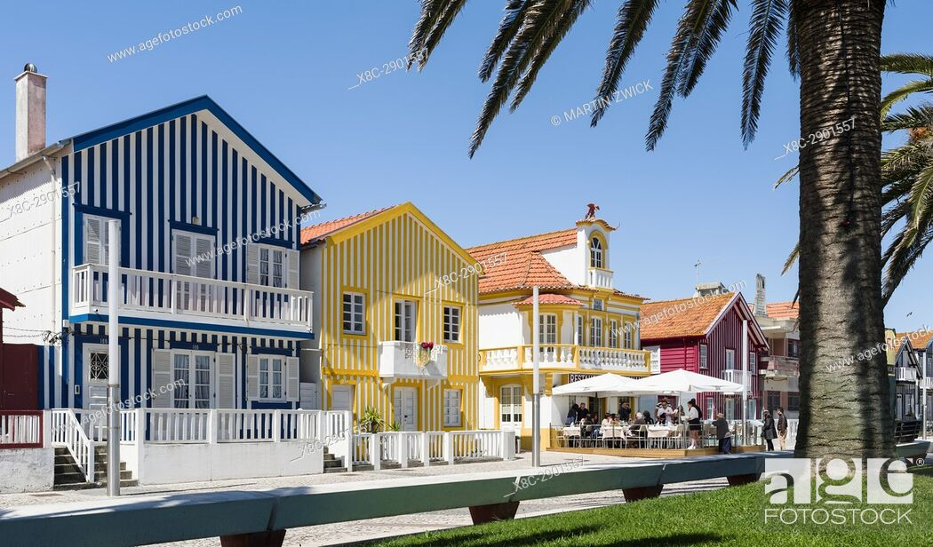 Imagen: Colorful houses of Costa Nova, a seaside resort and suburb of Aveiro. Aveiro in Portugal on the coast of the Atlantic. Because of the many channels Aveiro is.