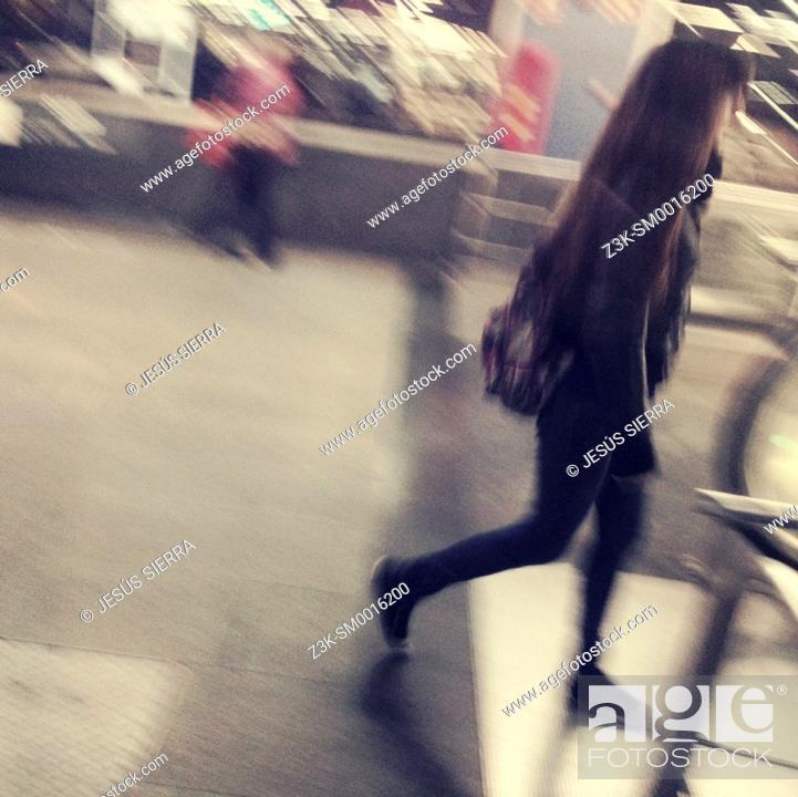 Imagen: People in Atocha RENFE, Madrid, Spain.
