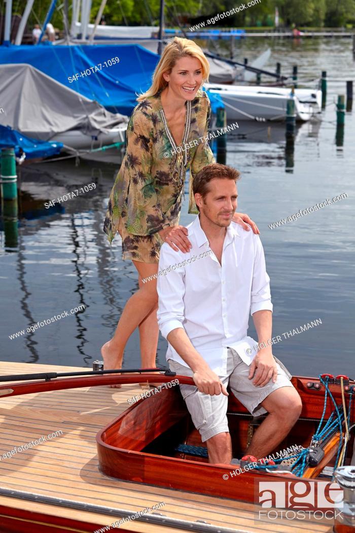 Stock Photo: Deutschland, Bayern, Starnberger See, Paar in einem Segelboot.