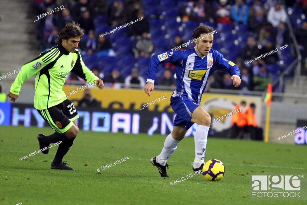 Stock Photo: Cornellá-El Prat Stadium, 10/01/2009, Spanish League, RCD Espanyol vs. Real Zaragoza, Joan Verdú and Leonardo Ponzio.