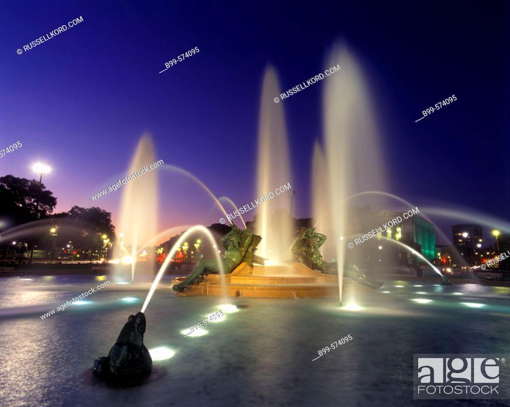 Stock Photo: Swann Fountain, Parkway, Philadelphia, Pennsylvania, USA.