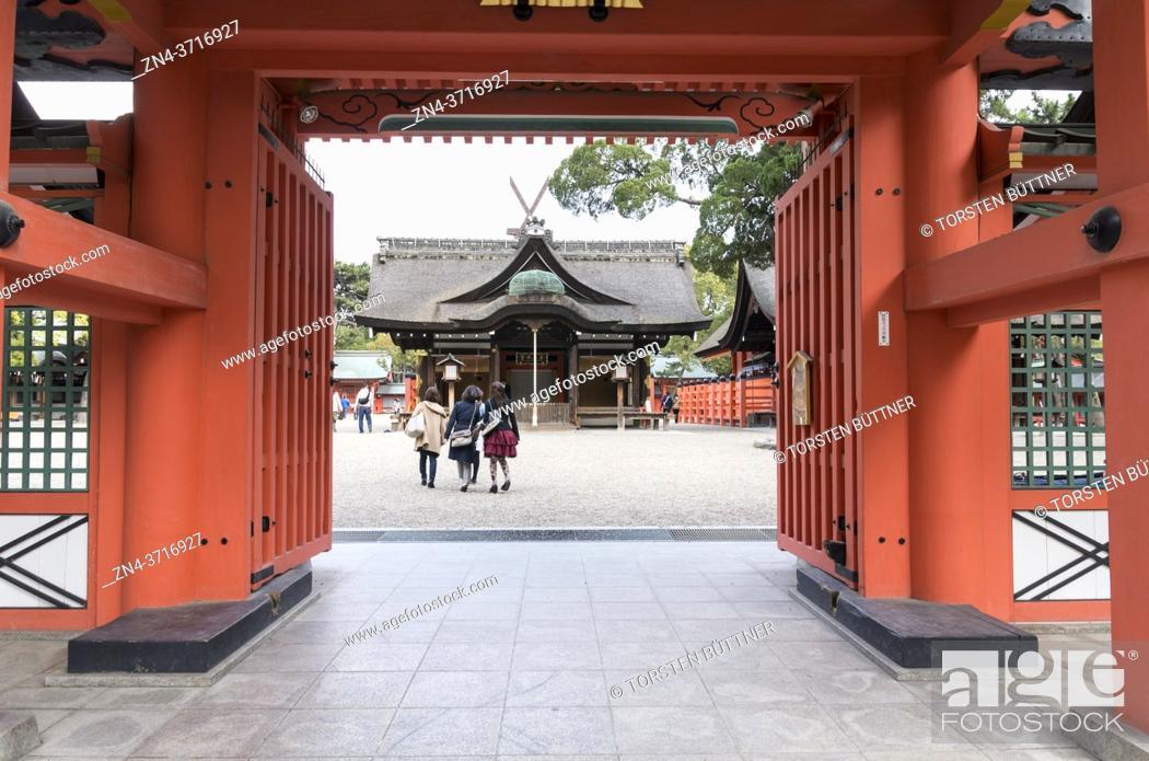 Stock Photo: View from the rear entrance into the inner grounds of Sumiyoshi-taisha shrine, Osaka, Japan.