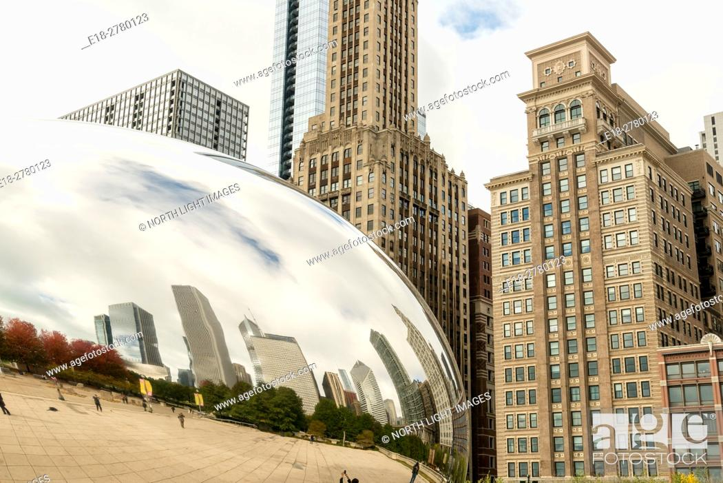 Stock Photo: USA, IL, Chicago. Famous public art sculpture, Cloud Gate, by Indian-born, British artist, Anish Kapoor. It is also known as The Bean.