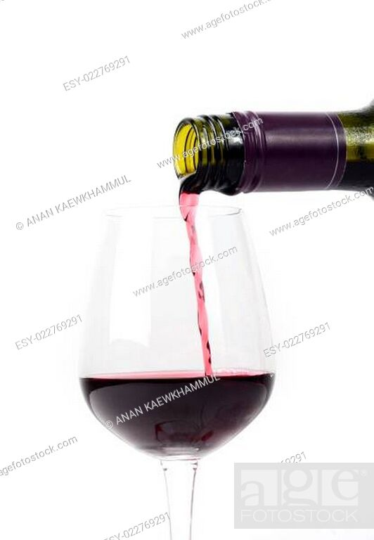 Imagen: Red wine pouring into a glass.
