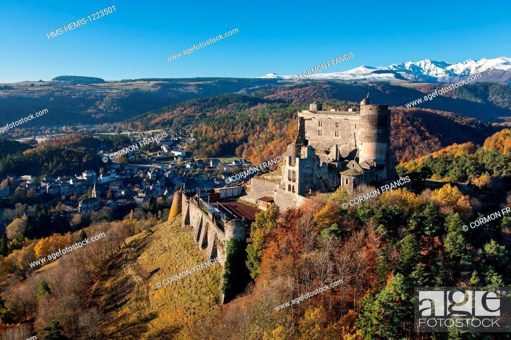 Stock Photo: France, Puy de Dome, Parc Naturel Regional des Volcans d'Auvergne (Auvergne Volcanoes Natural Regional Park), Murol, Chateau de Murol.