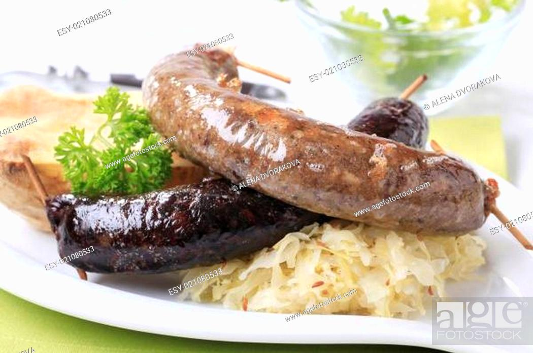 Imagen: Sausages, sauerkraut and baked potato.