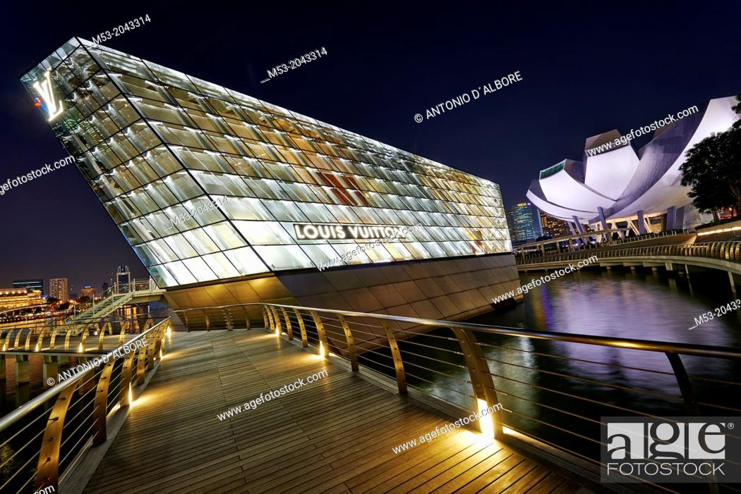Stock Photo: The Loius Vuitton Island Maison, a luxury shop designed by architect Peter Marino located in Marina Bay. Singapore.