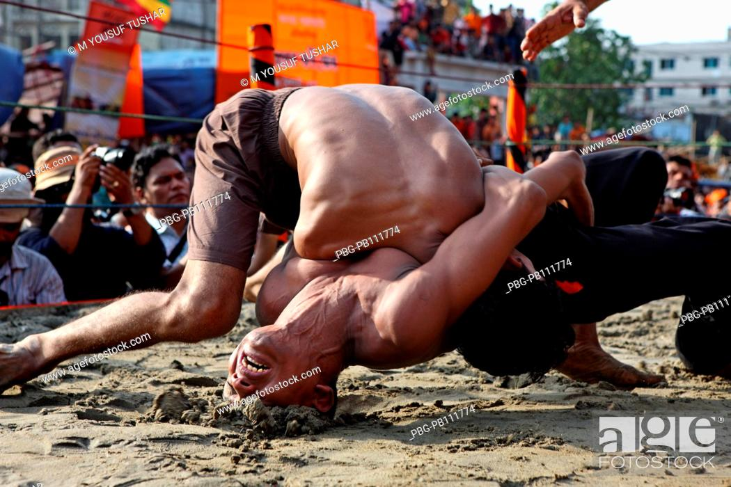 Imagen: The Jabbar er boli khela, a century old wrestling competetion is one of the oldest traditions of the port city of Chittagong in Bangladesh.