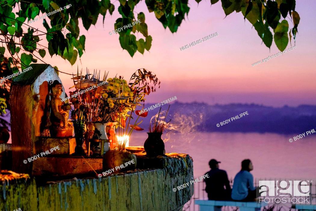 Stock Photo: Myanmar, Burma, Karen state, Hpa An, the Shweyinmyaw pagoda.