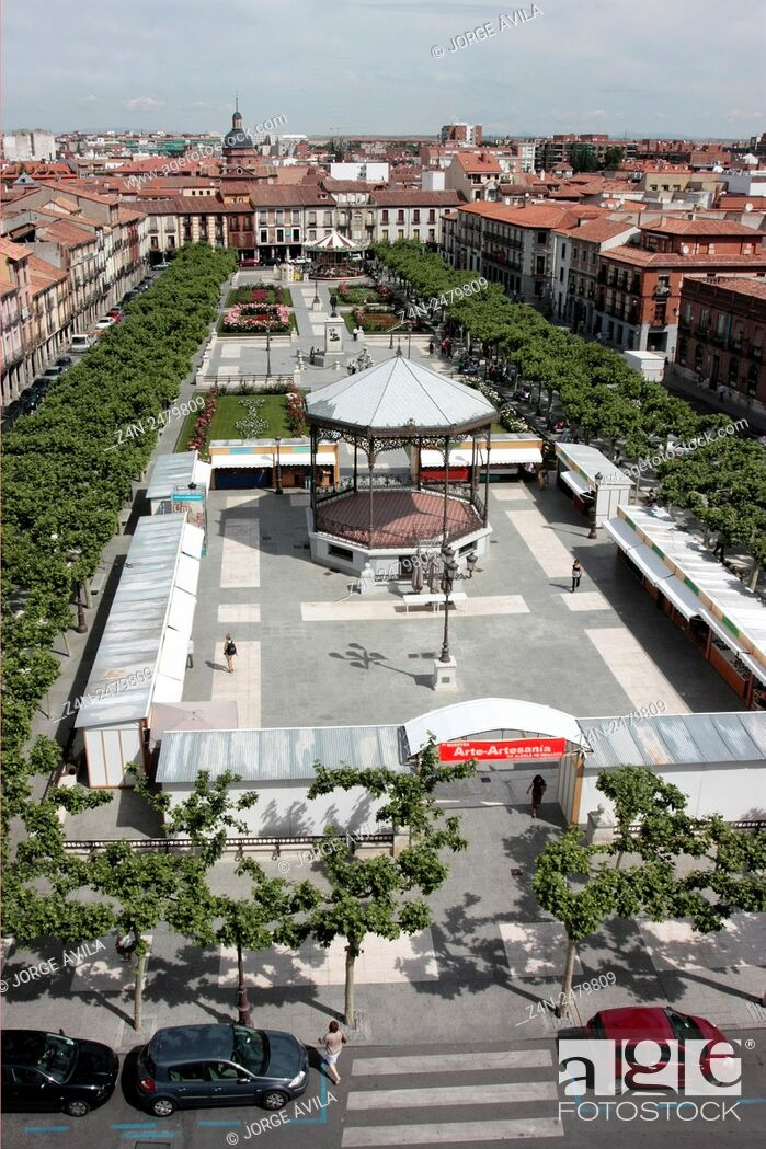 Imagen: Main Square, Alcala de Henares, Spain.