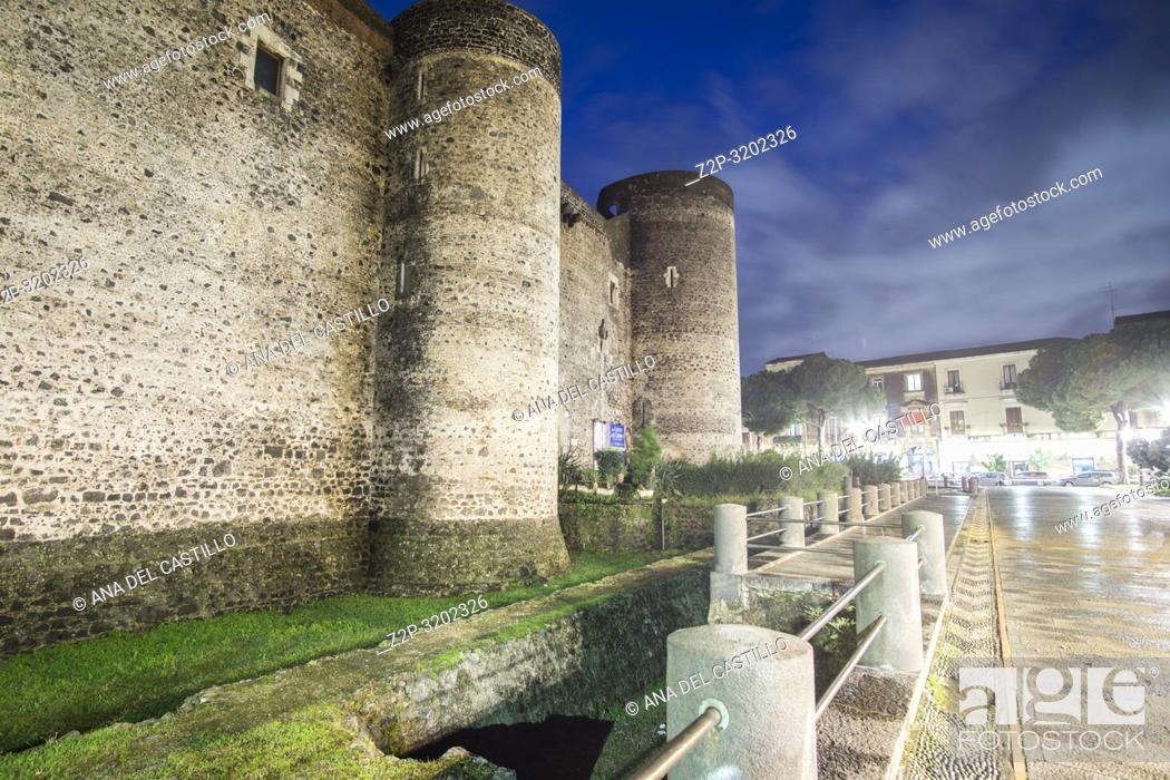 Imagen: Castello Ursino castle Catania by twilight, Sicily, Italy.