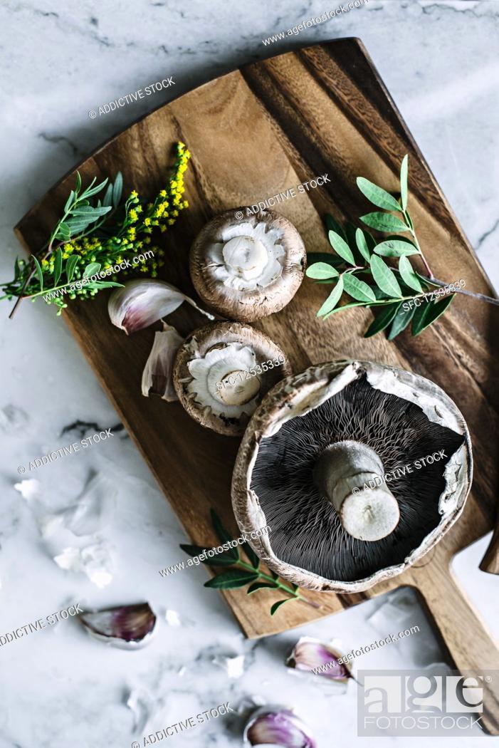 Stock Photo: Fresh brown mushrooms on wooden board on kitchen.