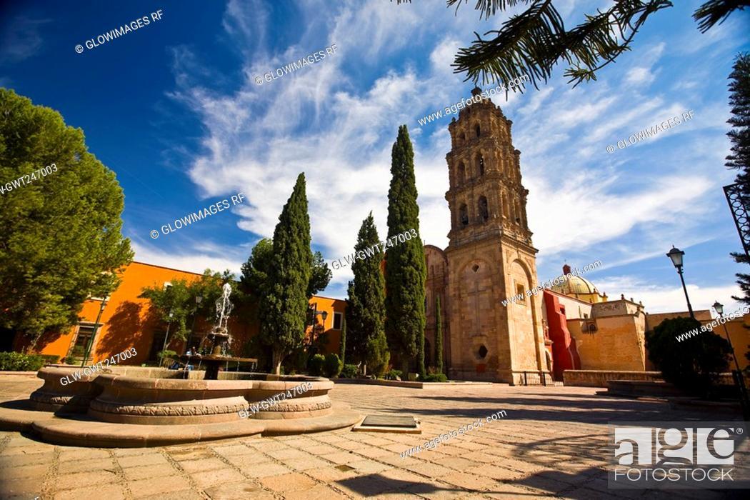 Stock Photo: Fountain in a garden, San Agustin, San Luis Potosi, Mexico.
