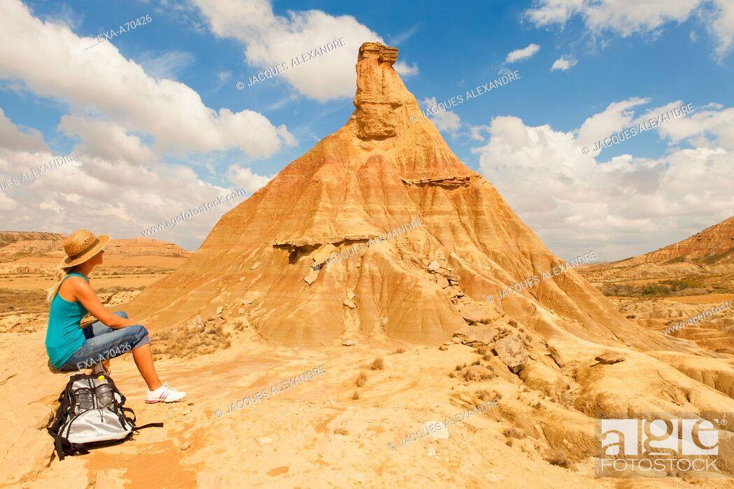 Imagen: Woman in the desert.