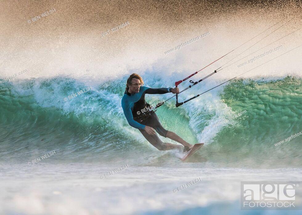 Imagen: Kitesurfing; Tarifa, Cadiz, Andalusia, Spain.