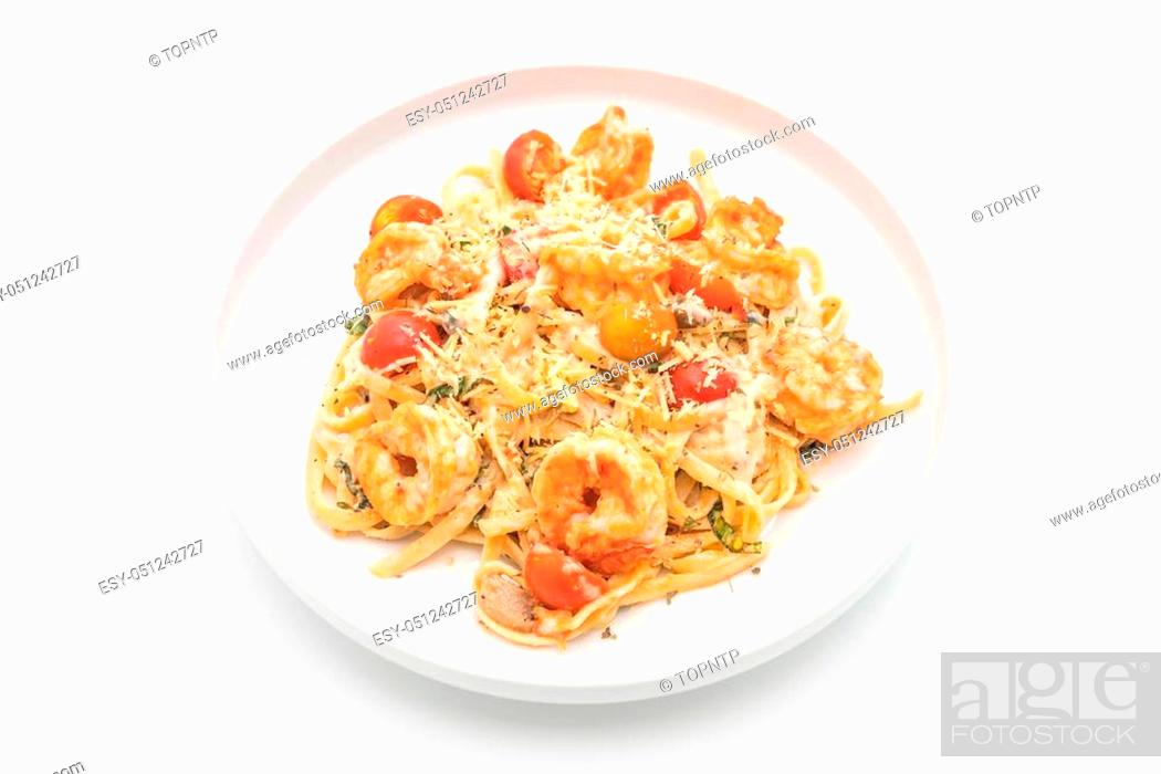 Imagen: spaghetti with shrimps and tomatoes on white background.