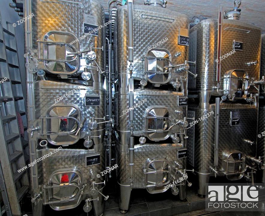 Prächtig Weintanks aus Edelstahl der Firma Moeschle Behälterbau GmbH im &II_85