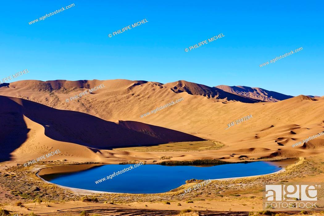 Stock Photo: China, Inner Mongolia, Badain Jaran desert, Gobi desert.