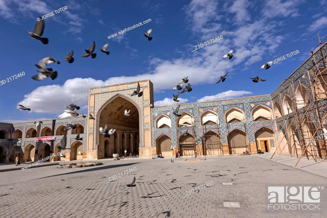 Stock Photo: Doves flying in the Jameh Mosque, Isfahan, Iran.