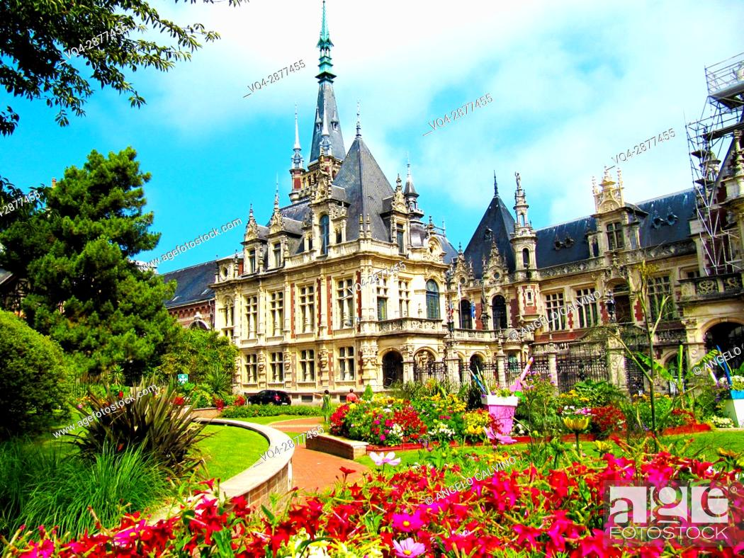 Imagen: The Benedictine Palace / Palais de la Benedictine, liqueur distillery at Fécamp, Normandy, France.