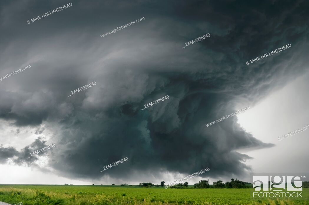 Stock Photo: Supercell storm moves near Alvo Nebraska June 13, 2004. The storm produced a tornado near Waverly and a couple more small tornadoes near Alvo.
