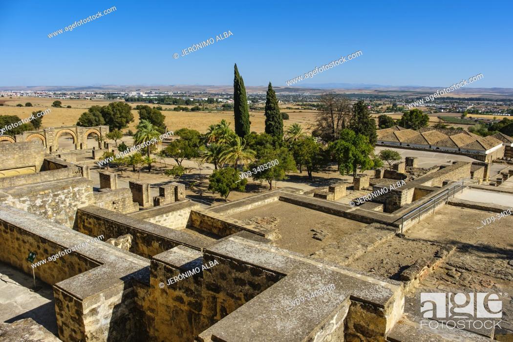Imagen: UNESCO World Heritage Site, Medina Azahara. Archaeological site Madinat al-Zahra, general panoramic view. Cordoba. Southern Andalusia, Spain. Europe.