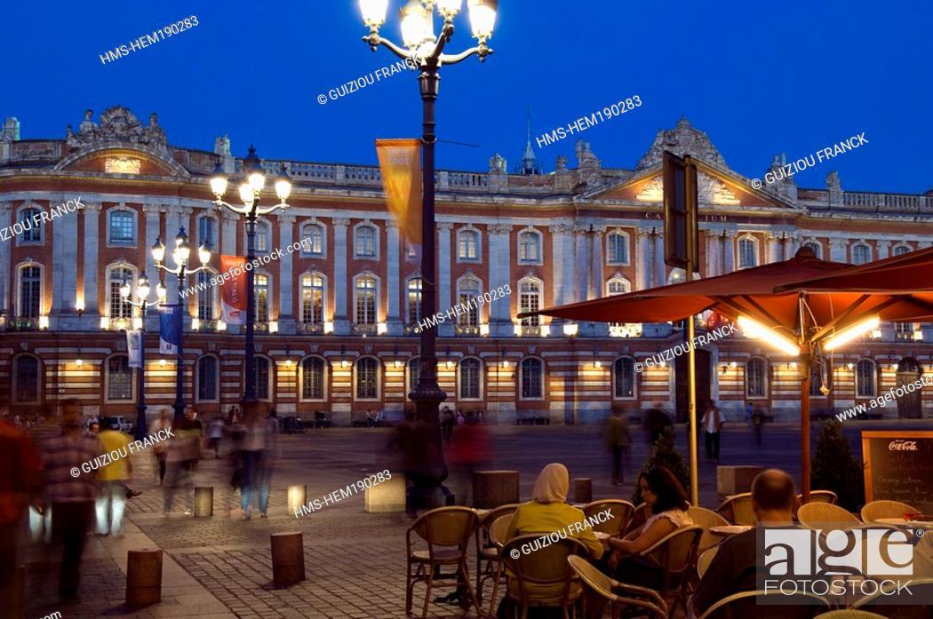Stock Photo: France, Haute Garonne, Toulouse, Place du Capitole, town hall.