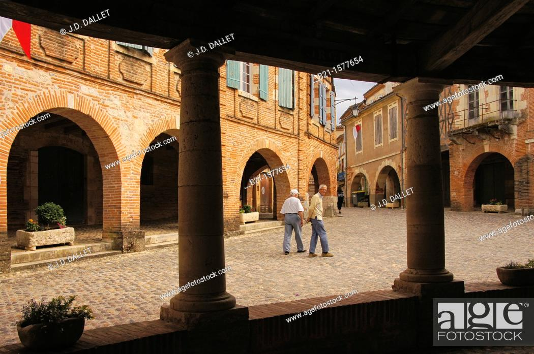 Stock Photo: Pilgrimage way to Santiago de Compostela: Plaza from the 'Halle aux grains' at Auvillar, Tarn-et-Garonne, Midi-Pyrenees, France.