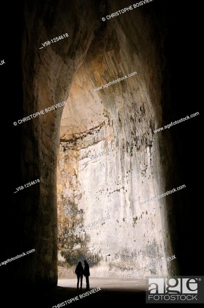 Stock Photo: Italy, Sicily, Syracuse, World Heritage Site, Neapolis, Parco archeologico, Latomv¨a del Paradiso, Orecchio di Dionisio Ear of Dionysius.