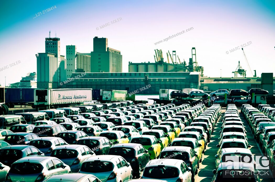 Imagen: Cars waiting to board. Harbour, Barcelona, Catalonia, Spain.