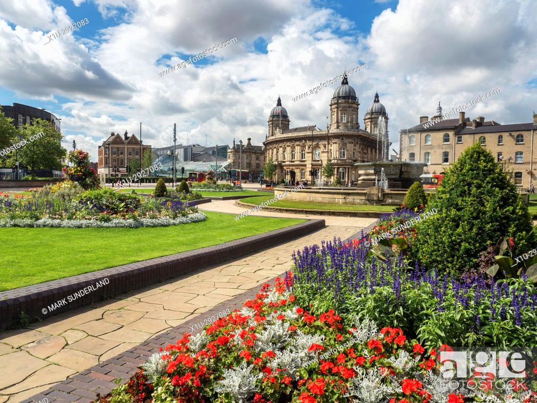 Imagen: Hull Maritime Museum from Queens Gardens Hull Yorkshire England.