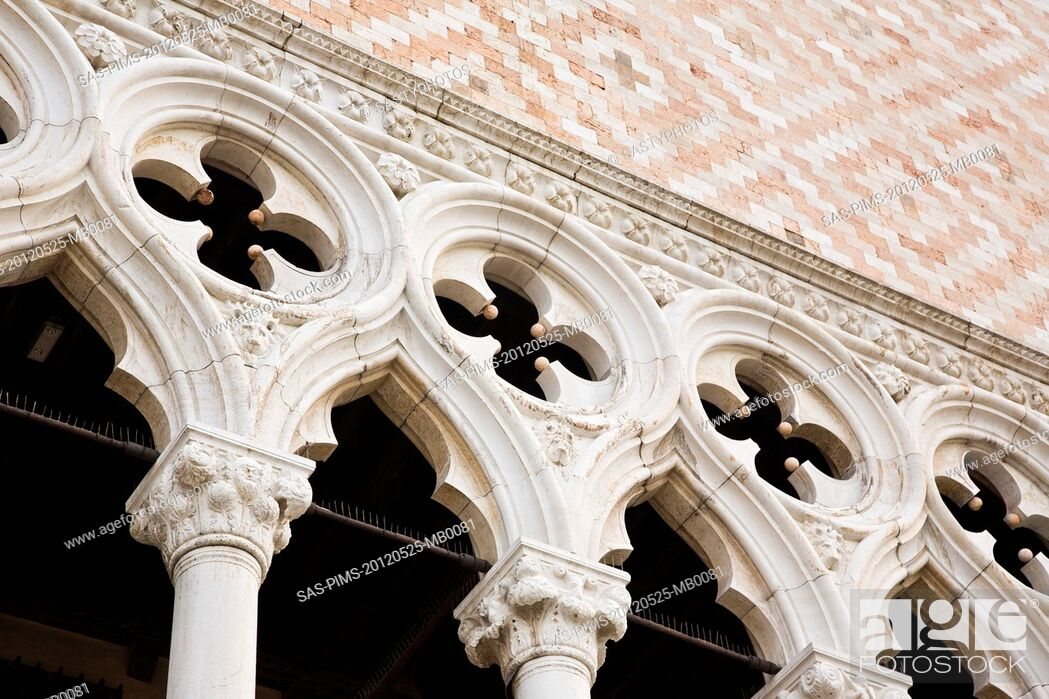 Stock Photo: Low angle view of a palace, Doge's Palace, St. Mark's Square, Venice, Veneto, Italy.