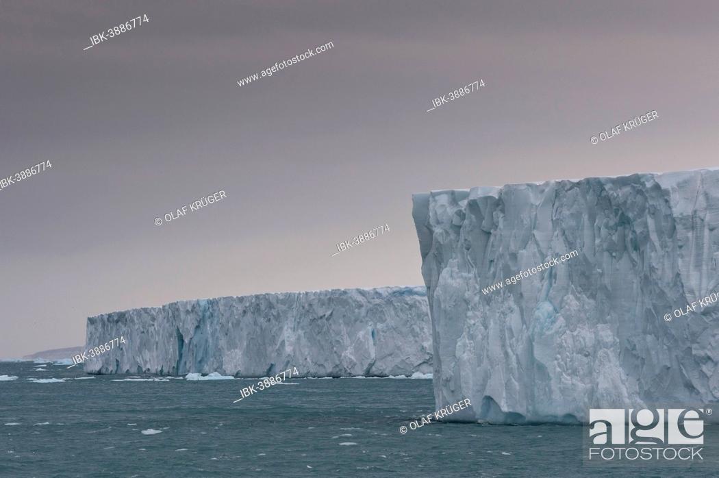 Photo de stock: Bråsvellbreen, longest glacier front of the northern hemisphere, Austfonna, Nordaustlandet, Svalbard Archipelago, Svalbard and Jan Mayen, Norway.