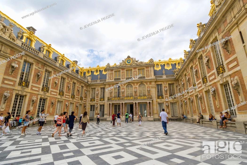 Stock Photo: Inner court of Chateau de Versailles, The Palace of Versailles, Versailles, Yvelines, Ile de France, France.