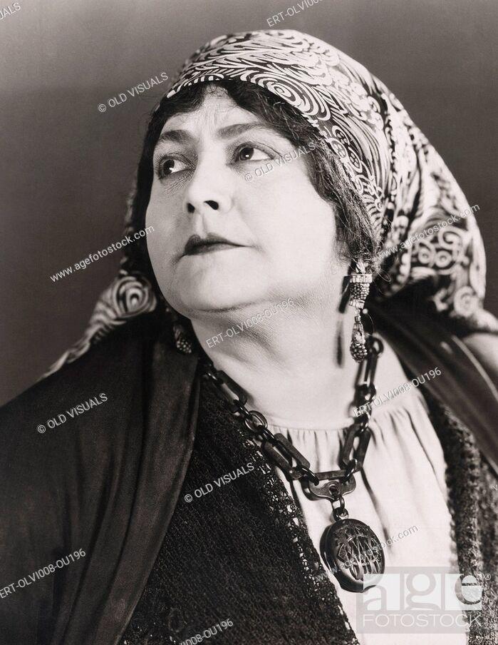 Imagen: Portrait of a fortune teller (OLVI008-OU196-F).