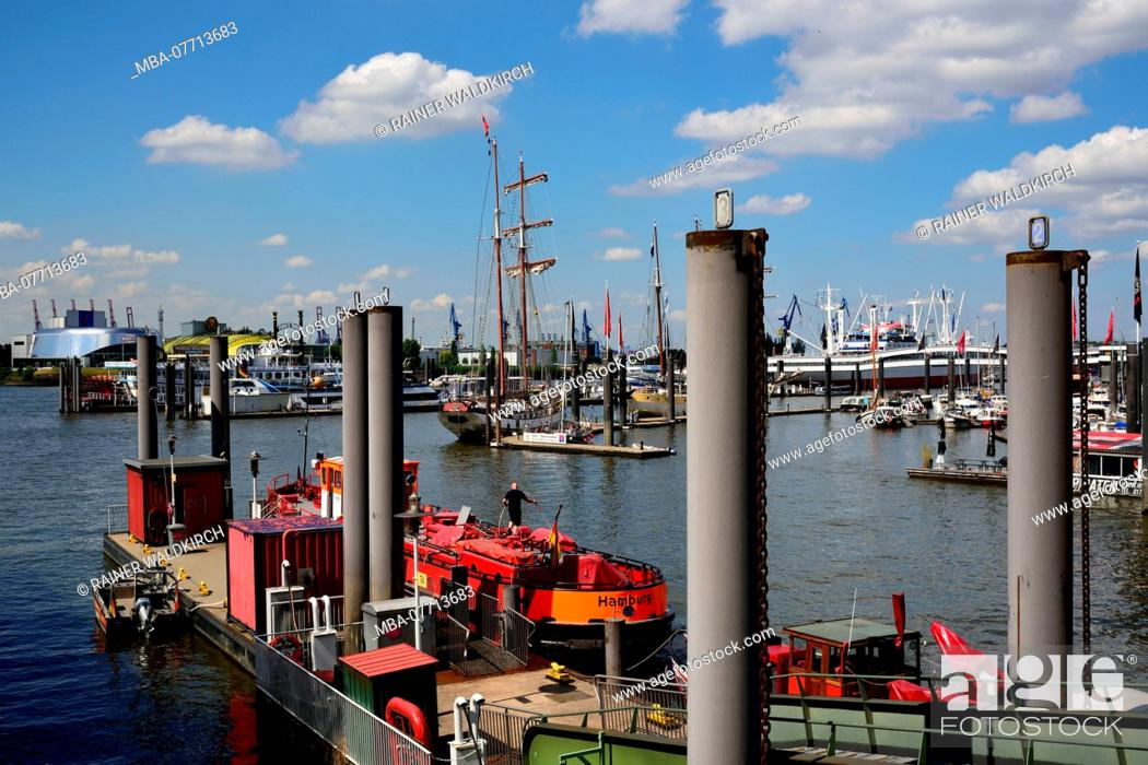 Stock Photo: Europe, Germany, Hamburg, Speicherstadt, Kehrwiederspitze, marina, jetty for fireboat.