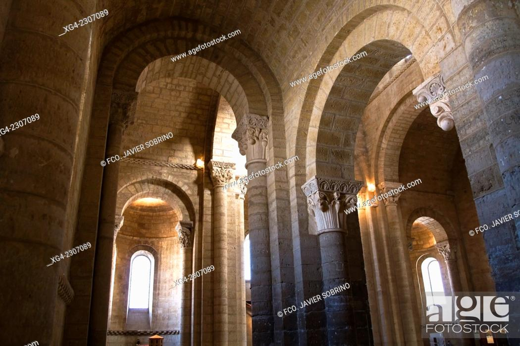 Interior De La Iglesia Romanica De San Martin Fromista Palencia