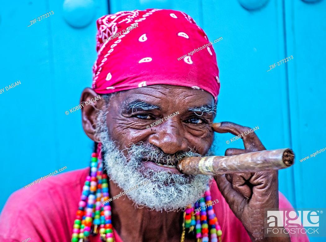 cc89d7101 A portrait of a Cuban man smoking cigar in old Havana street, Stock ...
