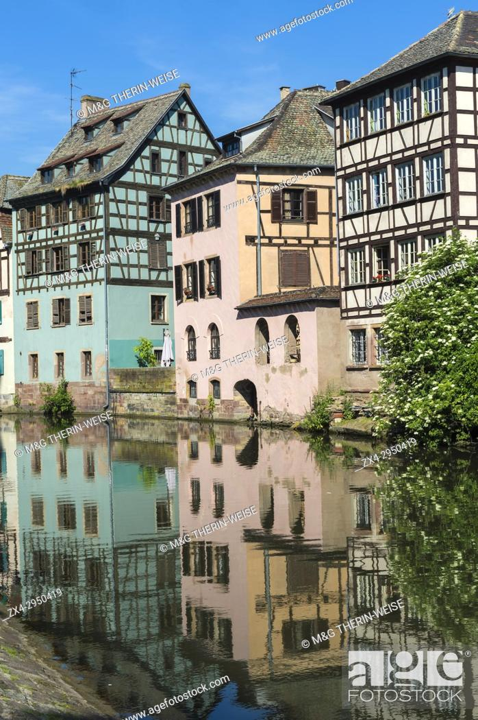 Stock Photo: Timbered Houses reflecting in the ILL canal along the Quai de la Petite France, Strasbourg, Alsace, Bas-Rhin Department, France.
