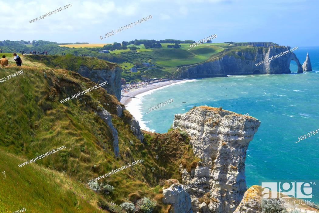 Stock Photo: Etretat, Aval cliff , Falaise d'Aval, Natural Arch and Stone Beach, Normandy, Sunset, Seine Maritime, Upper Normandy, Haute Normandie, France.