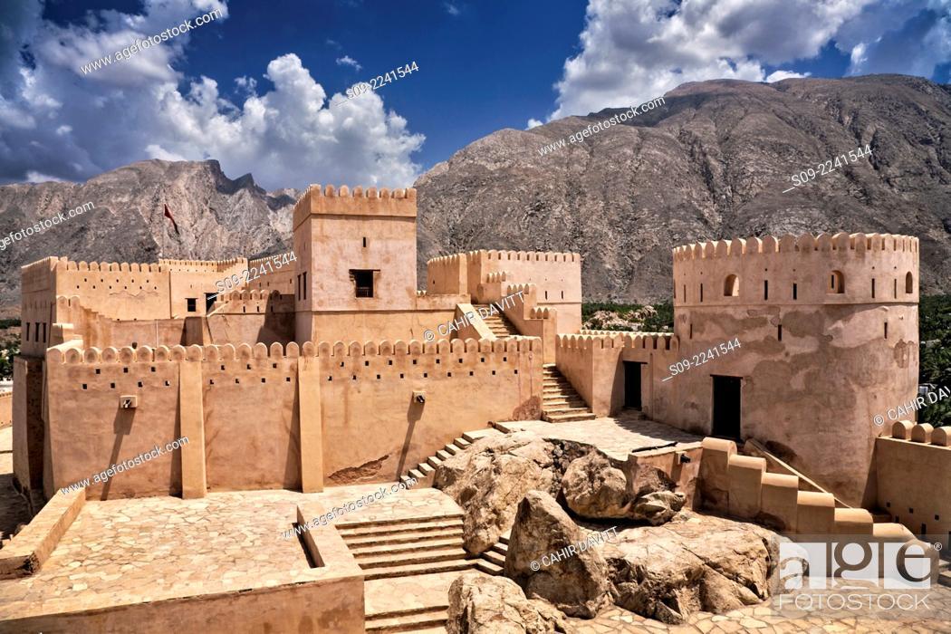 Stock Photo: General view of Nakhl Fort, looking towards the mountains of Jebel Nakhl and the Hajar Mountain range, Nakhl, Al Batinah South Governorate, Oman.