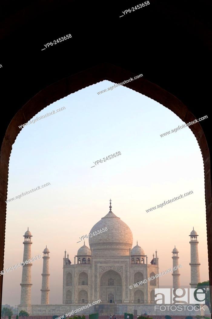 Stock Photo: Taj Mahal at sunrise, Agra, Uttar Pradesh, India.