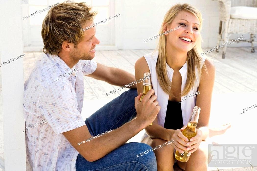 Imagen: Happy couple talking and chilling out.