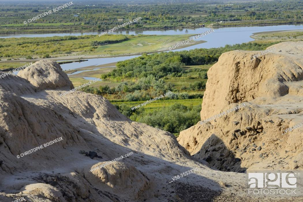 Imagen: Uzbekistan, Autonomous republic of Karakalpakstan. Nukus region, Chilpyk (Chilpak) Kala, Zoroastrian tower of silence used for the burial of the dead.