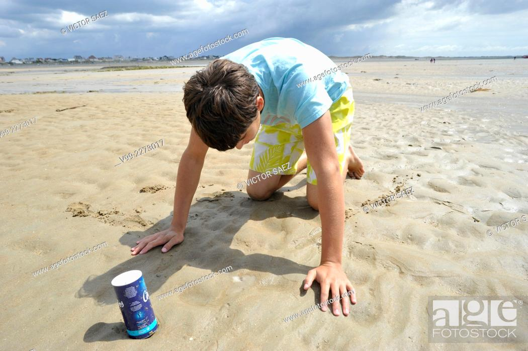 Stock Photo: Fishing razor shells with salt. Normandy, France.
