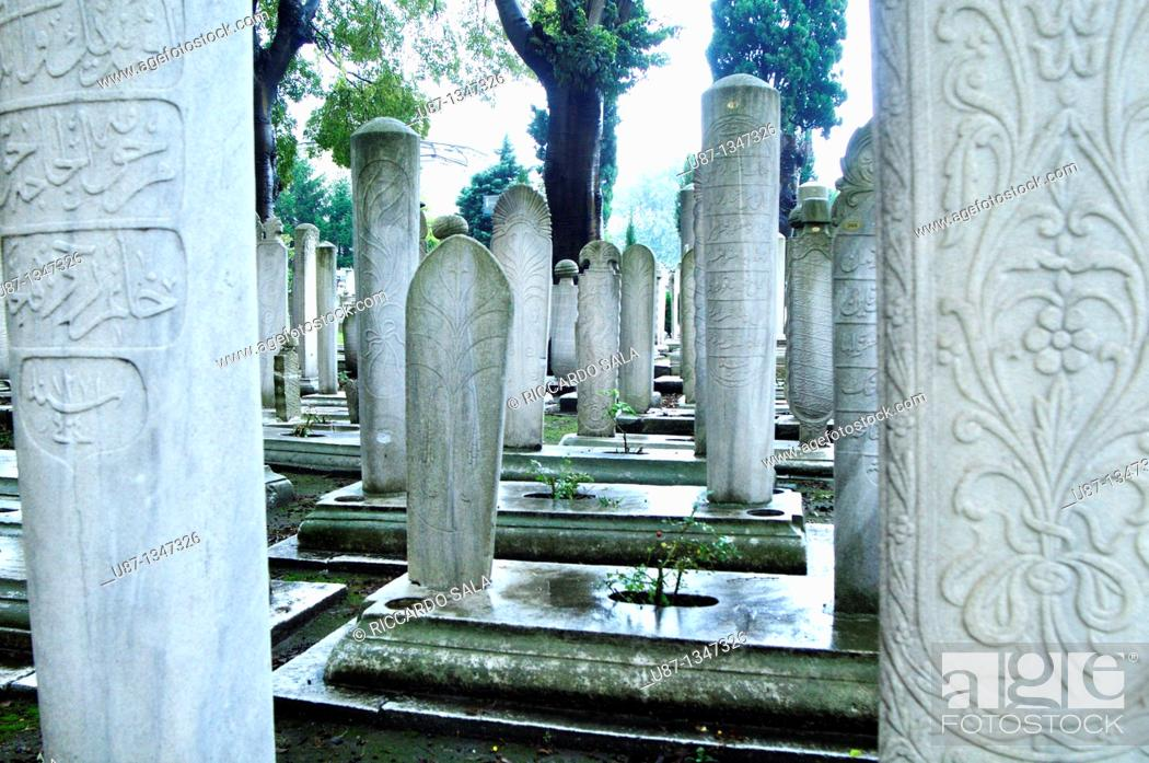 Stock Photo: Turkey, Istanbul, Suleymaniye Mosque, Tombstones in the Cemetery.
