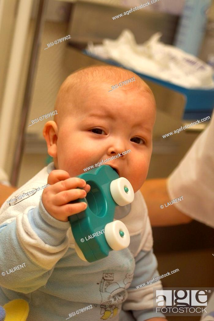 Stock Photo: ASEPSIS<BR>Photo essay from hospital.<BR>Necker Hospital for Children in Paris, France. Sterile room. Child suffering from immune deficiencies.
