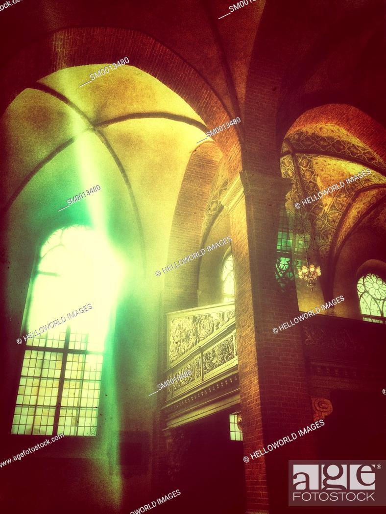 Photo de stock: Sunlight flooding through window of Storkyrkan (Stockholm Cathedral), Gamla Stan, Stockholm, Sweden, Scandinavia.