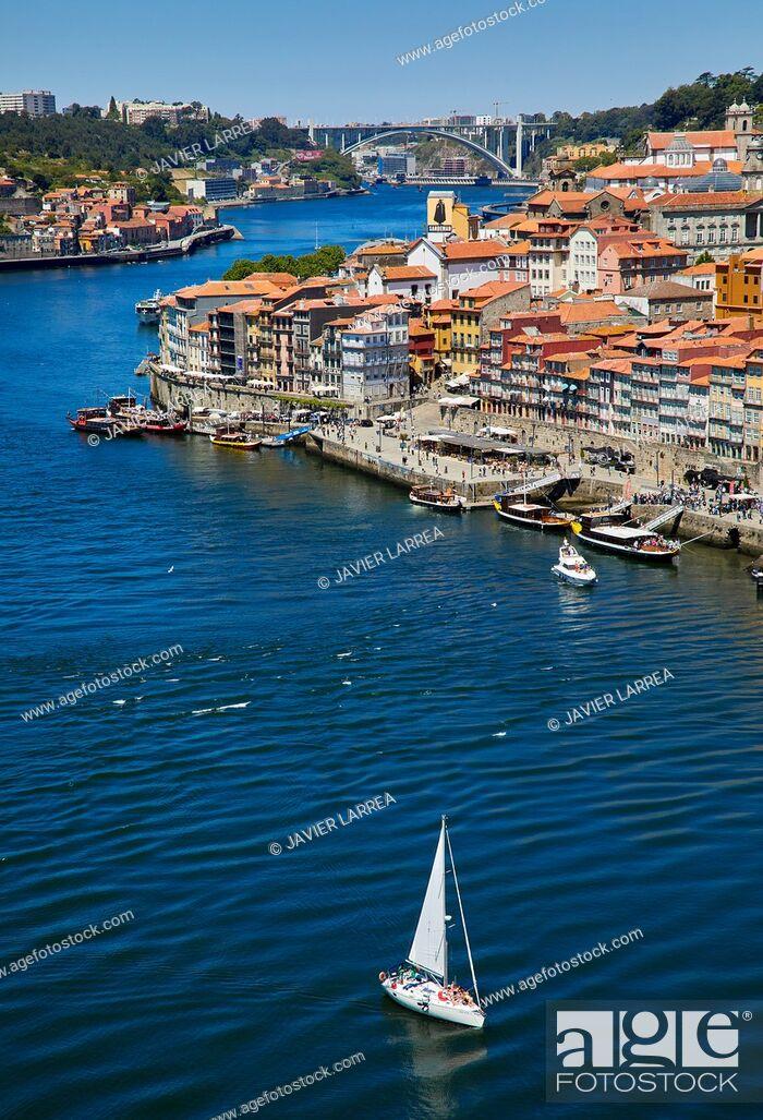 Imagen: Cais da Ribeira, Rio Douro river, View from Ponte Dom Luis I bridge, Porto, Portugal.